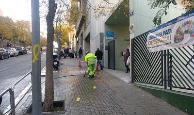 """El Ayuntamiento de Barcelona """"borra"""" el amarillo de los colegios"""