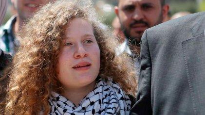 Ahed Tamimi, símbolo de la resistencia palestina, salió de prisión
