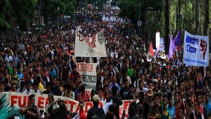 México marcha a 4 años de la desaparición de los 43 normalistas de Ayotzinapa