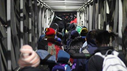 Tras represión, gobierno de México inicia deportación de migrantes centroamericanos