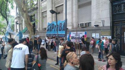 Trabajadores de Editorial Atlántida se movilizaron contra los despidos