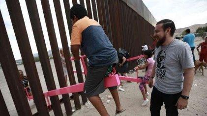 """""""Derriban"""" el muro fronterizo con un """"sube y baja"""""""