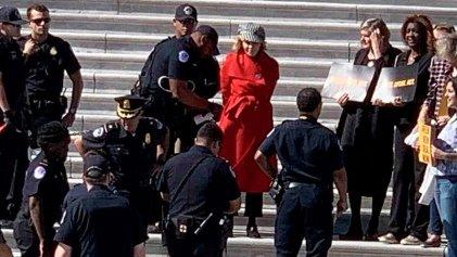 Detienen a Jane Fonda en Washington por protestar contra el cambio climático