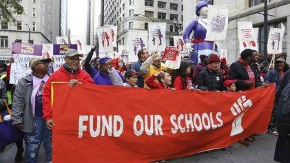 Maestros de Chicago llevan 11 días en huelga