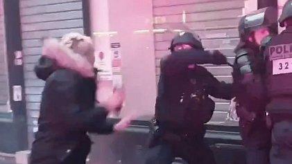 Represión en Francia: una huelguista del metro de París herida en la cabeza por golpes policiales