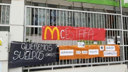 Trabajadores de comidas rápidas movilizaron al Ministerio de Trabajo en La Plata
