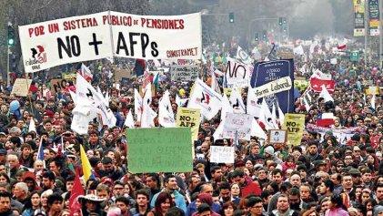 Dura derrota para Piñera y festejo en las calles de Chile por ley de retiro anticipado de pensiones