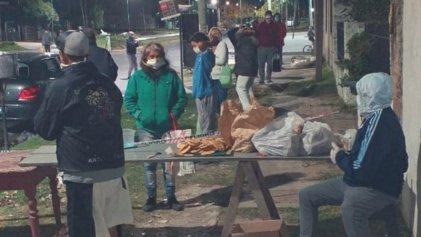 Solidaridad desde abajo: sostienen con donaciones la olla popular del barrio Las Quintas