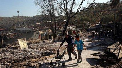 Un incendio destruye el campo de refugiados más grande de Europa y deja a miles sin techo