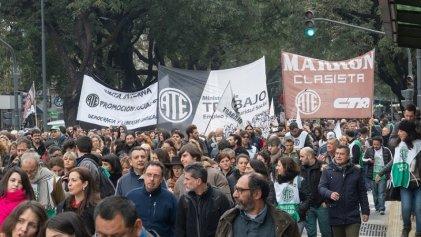 Estatales se movilizan: rechazo a la propuesta paritaria y apoyo a las familias de Guernica