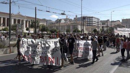 Reprimen manifestaciones de estudiantes que ocupan cientos de escuelas en Grecia