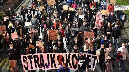 Las mujeres polacas siguen alertas y en pie de lucha por el derecho al aborto