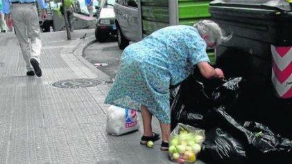 """Crece la pobreza bajo el Gobierno """"progresista"""" español"""