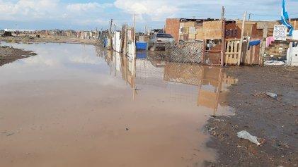 El drama de la lluvia en la toma de Casimiro Gómez: el gobierno del MPN es responsable