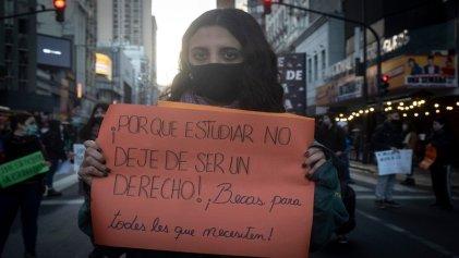 Malabares para cursar y laburar en pandemia: estudiantes del Joaquín V. González cuentan por qué organizarse
