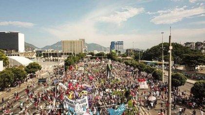 Miles en Brasil toman las calles contra Bolsonaro