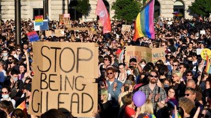 Hungría prohíbe por ley contenidos LGBTIQ+ en escuelas y la televisión