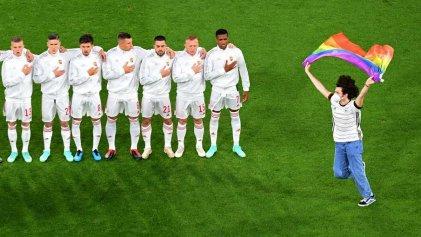 ¿Qué hace una bandera del orgullo irrumpiendo en la Eurocopa?