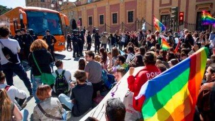 Odio homófobo en Madrid: le marcan a un joven la palabra maricón con una navaja