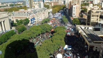 Una multitud se movilizó al acto de las CGT y las CTA