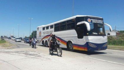 Campana: caravana de los trabajadores químicos por los despidos en Quipro S.A.