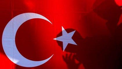 El gobierno turco abre juicio contra policías acusados de golpistas