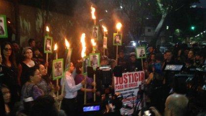 """""""El Estado es responsable"""": miles protestan contra el asesinato de Javier Valdez"""