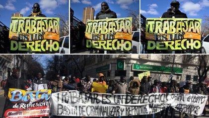 Con apoyo popular, manteros de La Plata se movilizaron reclamando su derecho a trabajar
