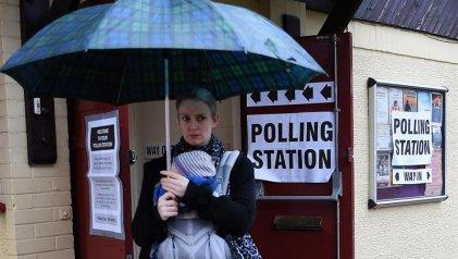 Elecciones con final abierto en Reino Unido: Johnson y Corbyn pelean distrito a distrito