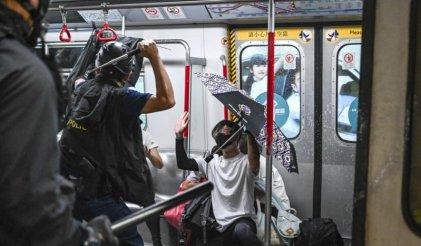 Lunes de represión en Hong Kong con 14 manifestantes arrestados