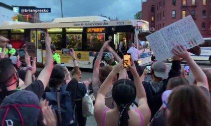 Los conductores de autobuses de Nueva York desafían a la Policía