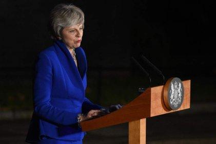 El Gobierno de May sobrevive por poco a la moción de censura