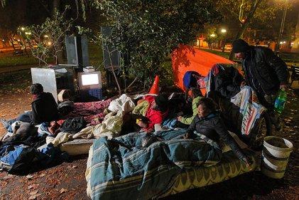 Chile: el drama de vivir en la calle cuando comienza el invierno