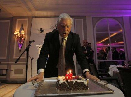 Vargas Llosa sopló las velitas entre fachos, aristócratas y neoliberales