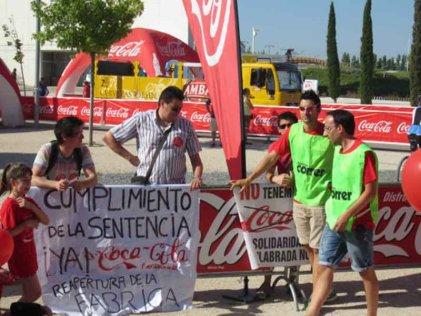 """Trabajadores precarios y estudiantes denuncian """"Carrera in-feliz"""" de Coca-Cola en Zaragoza"""