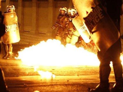 Jornada de huelga y movilizaciones en Grecia, enfrentamientos con la policía en plaza Syntagma