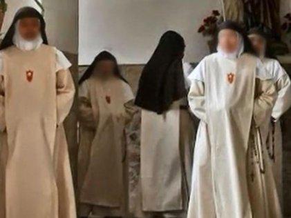 Tres monjas indias son liberadas de su encarcelamiento en un convento de Santiago