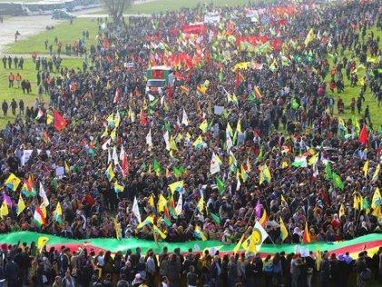 Decenas de miles de kurdos se manifiestan en Alemania en solidaridad con Kobani