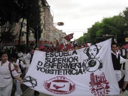 Miles de enfermeras, estudiantes y trabajadores de la salud se movilizan en el día de la enfermera