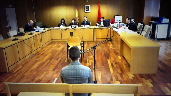 """Denuncian montaje policial en el juicio a Alfon, joven activista de los """"Bukaneros"""" de Madrid"""