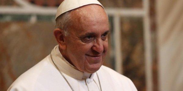 """El papa justifica los abusos en la Iglesia: """"También se cubrían en las casas"""""""