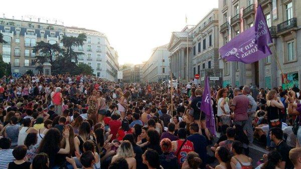 [VIDEO] Una marea humana se manifiesta en Madrid contra la libertad a 'La manada'