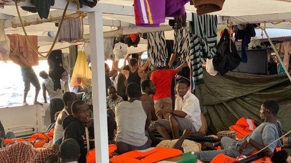Open Arms pide la evacuación inmediata de los 134 migrantes a bordo
