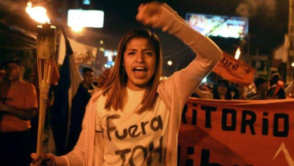 Resistencia hondureña con rostro de mujer
