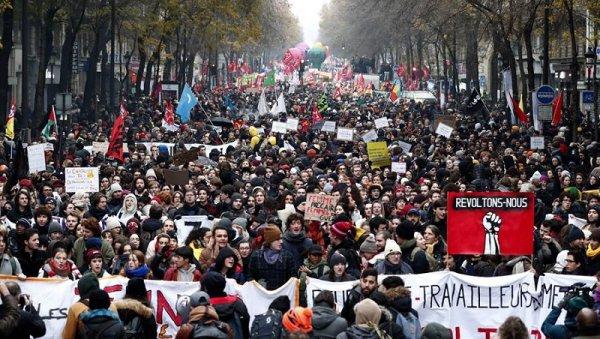 Huelga histórica y movilización multitudinaria en Francia contra la reforma previsional de Macron