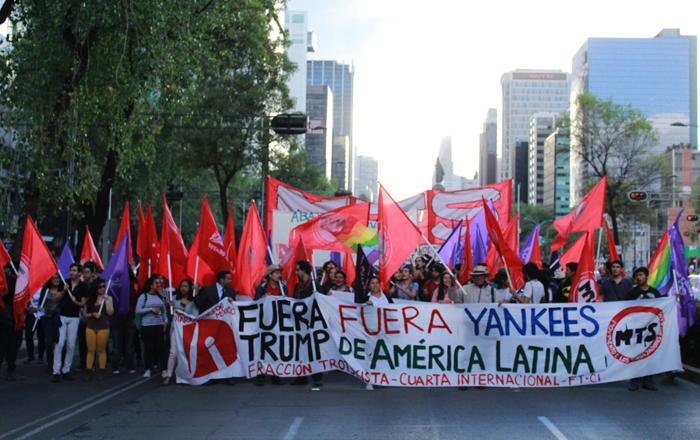 Il Movimiento de Trabajadores Socialistas (MTS) del Messico si mobilita all'ambasciata degli Stati Uniti a Città del Messico in repudio all'oppressione imperialista e a Donald Trump, gennaio 2017.