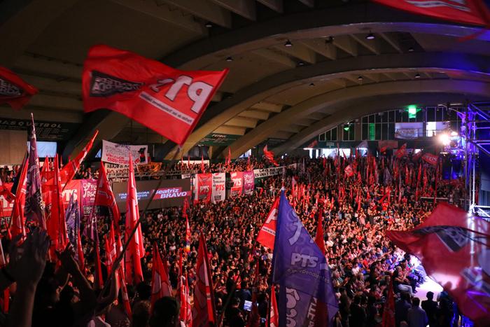 Il Partido de los Trabajadores Socialistas (PTS) realizza un atto internazionalista in un palazzetto, il 16 novembre 2019. Migliaia di persone hanno ascoltato i discorsi di rivoluzionari provenienti anche dal Cile e dalla Bolivia.