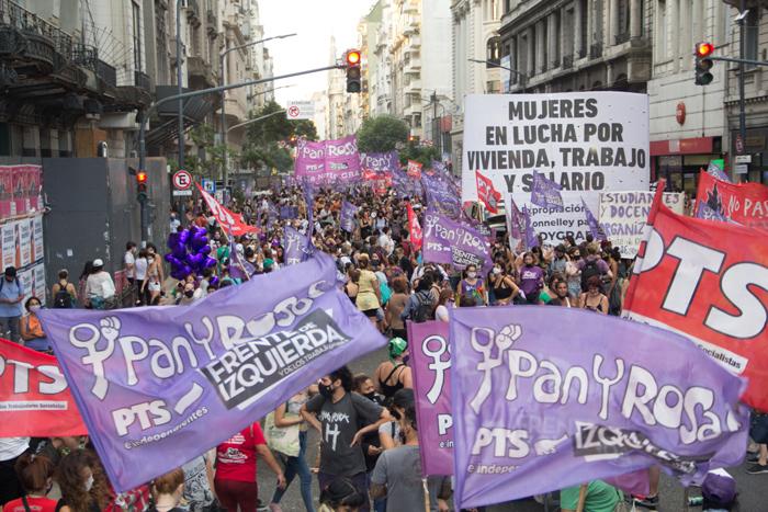 Spezzone di Pan y Rosas nel corteo dell'8 de marzo 2021, a Buenos Aires, Argentina.